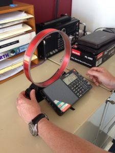 AN100 Loop Antenna being tuned with the PL880 Radio